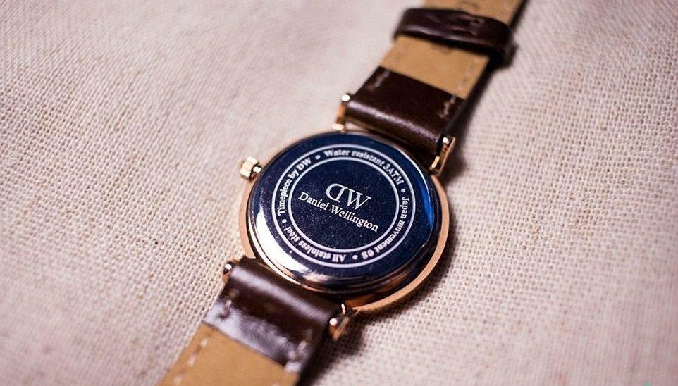 DW手表背面图